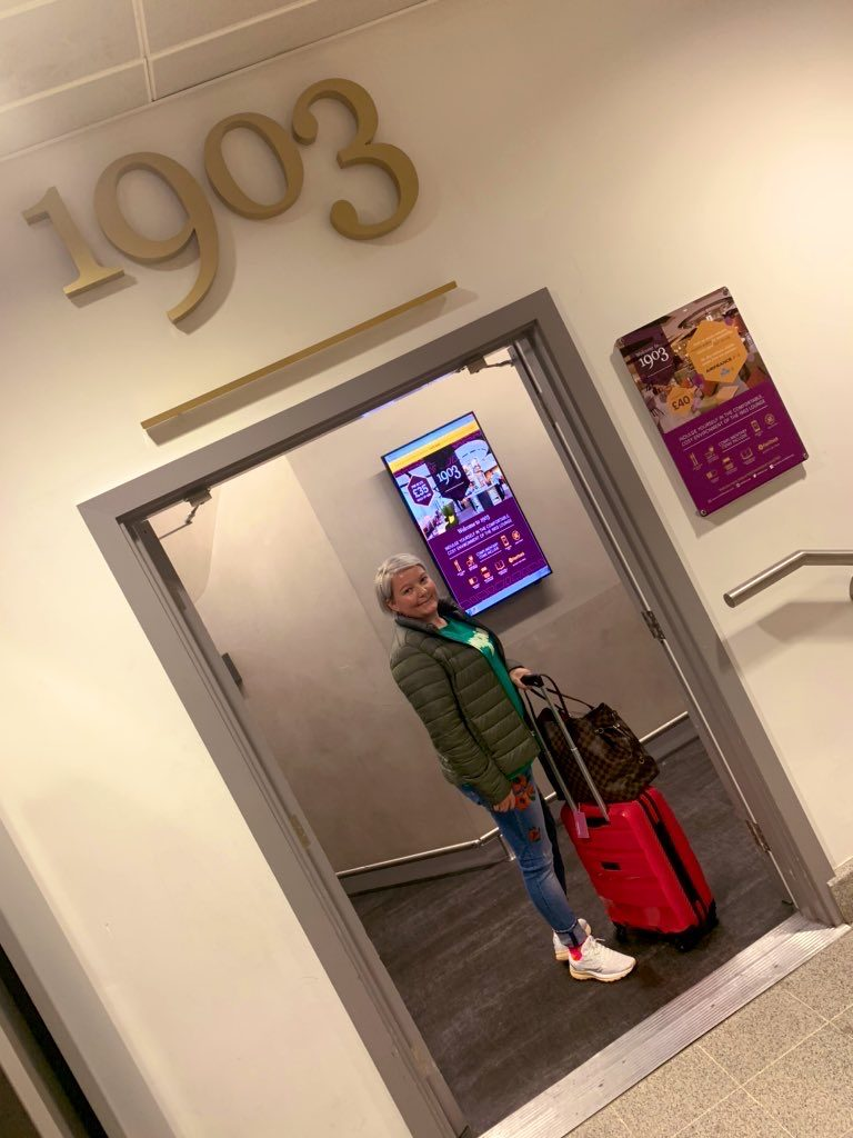 Checking into the 1903 Lounge @ Manchester T3 1